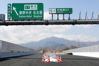 新東名の伊勢原JCT付近から大山を望む(3月5日撮影)