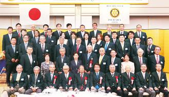 式典前にメンバーで記念撮影(5月11日、小田急ホテルセンチュリー相模大野)