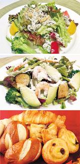 【1】湘南しらすと季節野菜のサラダ(写真上)【2】エビとブロッコリーとアボカドのシーザーサラダ(中)【3】日替わりの焼きたてパン(下)