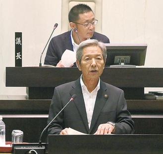 提案理由を説明する高山松太郎市長=8月29日