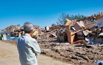 災害現場を視察する高山市長