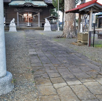 改修前の参道の石畳