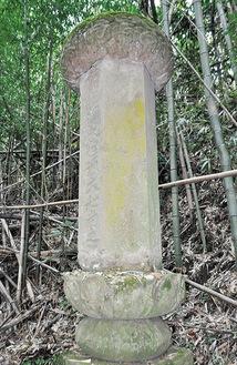 六角形の墓石が並ぶ浄業寺跡