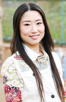 初の最優秀助演女優賞受賞に、喜びの表情を見せる浦田さん=伊勢原市内で写す