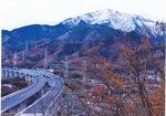秋山さんの作品『神山が見守る新東名』