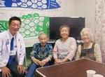 高齢者の健康相談にも携わる小綿さん(提供写真)