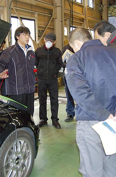 自動車整備士が新技術の勉強会