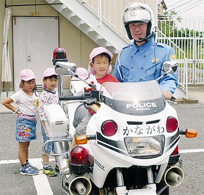 園児が警察署を訪問
