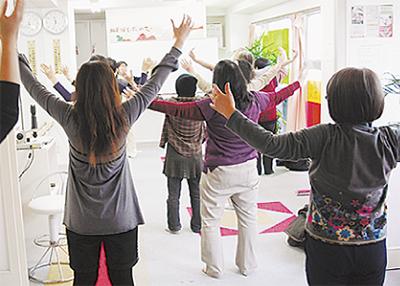 人気の「気功教室」と「手技療法」