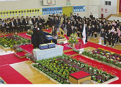 1千鉢の花で彩った卒業式
