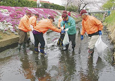 渋田川を清掃