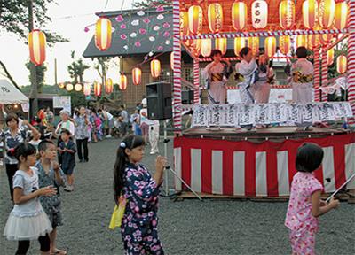 神明神社で盆踊り