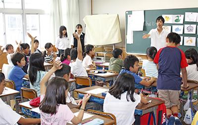 高校生が英語の出張授業 伊志田...