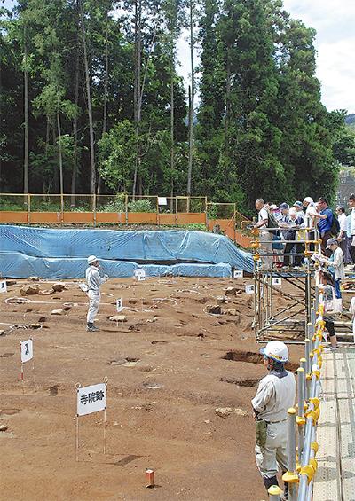 新発見の寺院跡を公開