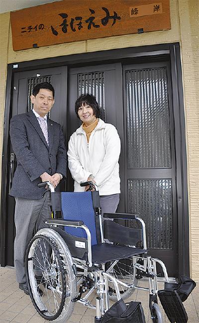 介護施設に車いす寄贈