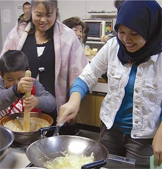 大豆が主成分のテンペを様々な料理に使用