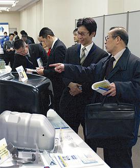 会場には県央から県内、都内や関東近県からも同業他社の関係者が足を運ぶ