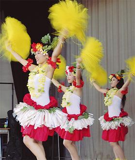 9月7日・8日に開かれた文化祭でフラを披露した「ココオ」