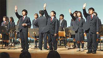 手話部と吹奏楽部の合唱