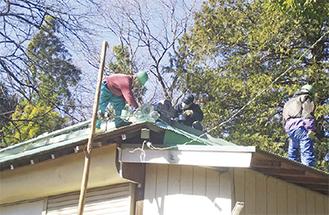 屋根の塗装作業