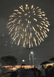 綾瀬の夜空を彩る花火