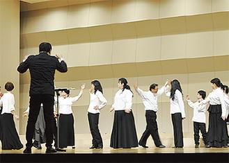 練習の成果を見せる市民合唱団