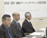 協議会メンバーである古塩政由市長(奥)と笠間茂治商工会長(手前)も出席