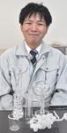 鎌田理化学の佐野さんと製品例