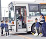 本物のバスで危険を学ぶ園児