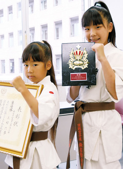 世界大会出場を決めた妹の三好六夢さん(左)と県大会を初制覇した姉の三好七愛さん(右)