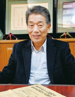 喜びを語る志澤勝さん
