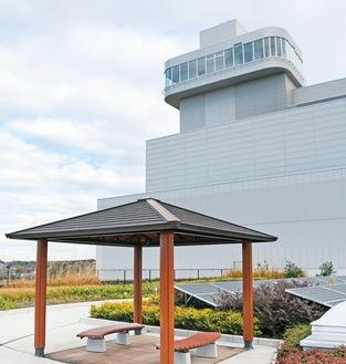 高座クリーンセンター6階の屋上庭園展望室は地上50メートルにある