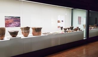 博物館で展示された綾瀬の土器