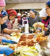 キムチ作りで韓国を身近に