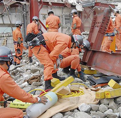 解体現場で救助訓練