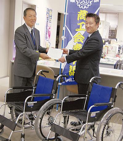 車いすを社協へ寄贈