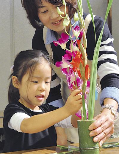 伝統の「いけ花」体験