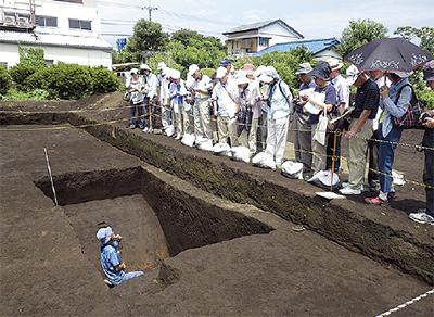 神崎遺跡の環濠 特別公開