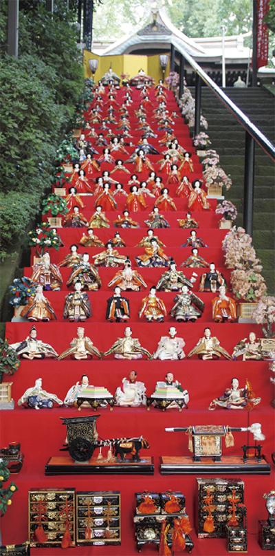 七十七段階段に雛人形一千体