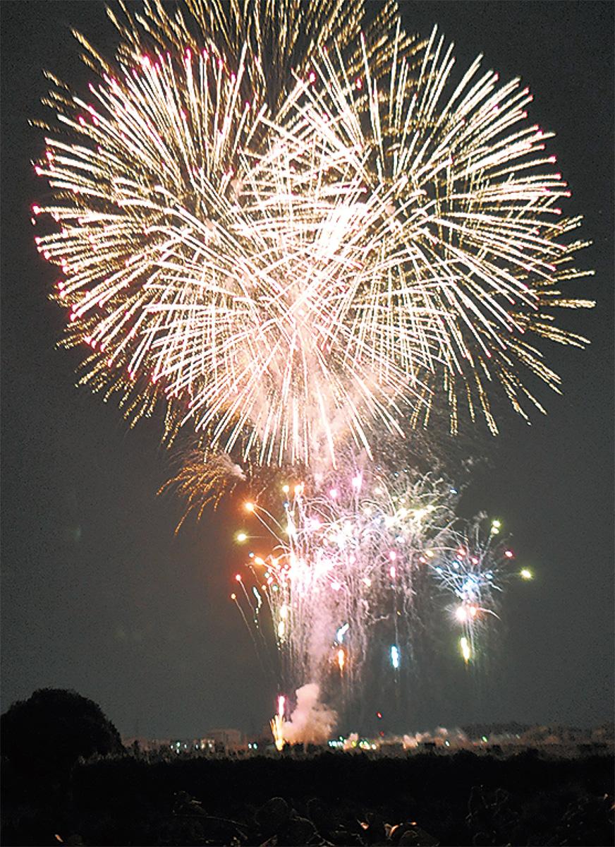 夏締めくくる祭りと花火