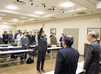 選手宣誓をする愛川町選手団の山口優弥選手