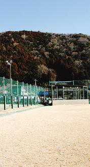 改修されるフェンス