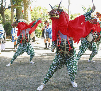 県立愛川高校生の演舞の様子