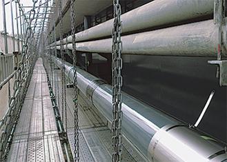 才戸橋に敷設されたガス導管