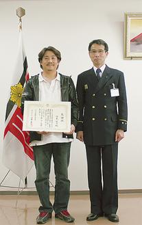相島さん(左)と沼田消防長