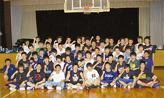 厚木東高男子バスケットボール部の部員たち