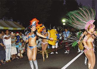 祭りのメインはサンバ(昨年)