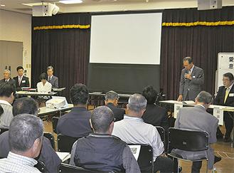 会の冒頭挨拶する鳥羽清町議会議長