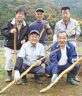 清川村自然薯育成会の会員たち