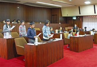 提案を発表する子ども議員たち
